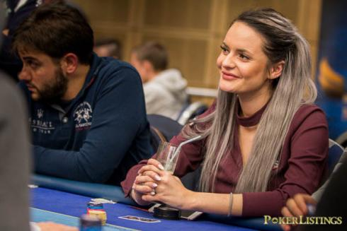 Silje Nilsen all in with two pair