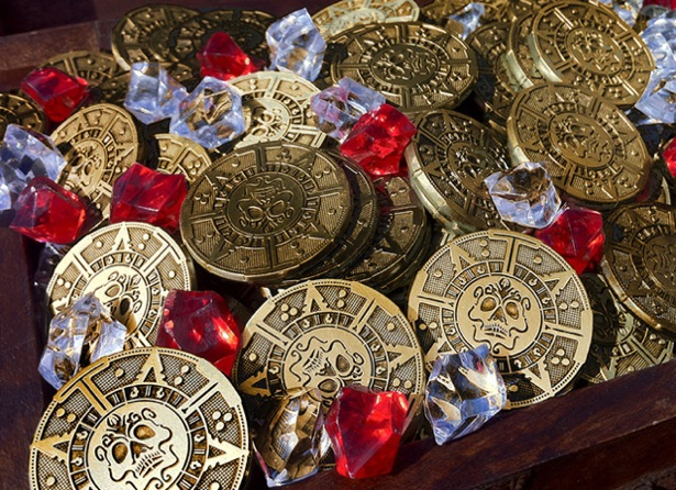 pirate gold poker chips 1