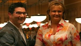 WSOP Commissioner Jeffrey Pollack and Winner Mary Jones