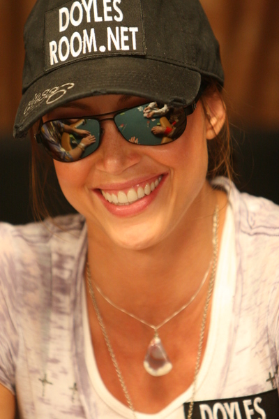 Texas Calculator Online >> Shannon Elizabeth - Poker Player - PokerListings.com